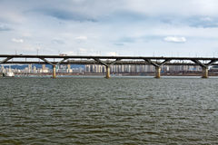 bro han över floden seoul Arkivfoto