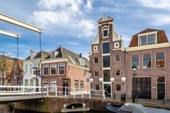 Bro i Alkmaar, Nederländerna arkivbild