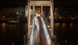 Bro i Budapest i rusningstiden Arkivfoto