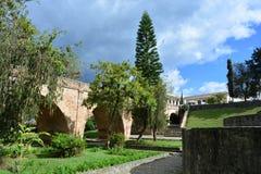 Bro i den historiska mitten av den koloniala staden av Popayà ¡ n, Colombia royaltyfria bilder