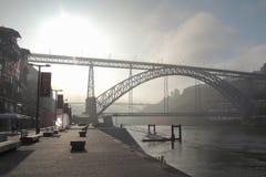 Bro i den Porto staden Arkivbild