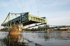 Bro i Liepaja, Lettland arkivbild