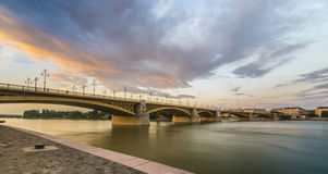Bro i solnedgång Royaltyfri Bild