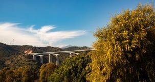 Bro i Spanien i solnedgång arkivfoto