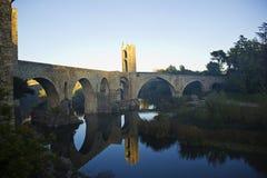 Bro i staden av Besalu (Catalonia, Spanien) Royaltyfri Foto