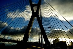 bro i staden av São Paulo royaltyfri bild