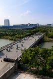 Bro i universitetsområde Arkivbilder