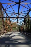 Bro i vildmarkområde Arkivfoton