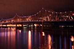 bro illinois över floden Arkivfoton