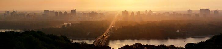 bro kiev över patonsoluppgången ukraine ukraine Arkivbilder