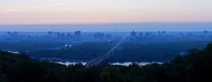bro kiev över patonsoluppgången ukraine ukraine Arkivbild