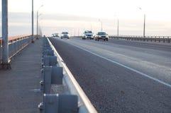 Bro med bilar Royaltyfria Bilder