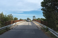 Bro med en bil Arkivfoton