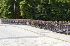 Bro med lås Royaltyfri Fotografi