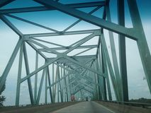 bro mississippi över floden Royaltyfria Bilder