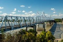 bro mississippi över floden royaltyfria foton