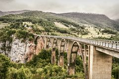 bro montenegro tara Arkivbild