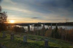 Bro nära Askersund över den nordliga delen av sjön Vaettern i Sverige Royaltyfria Bilder