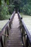 Bro nära den Tat Kuang Si vattenfallet Royaltyfria Foton