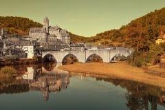 Bro och by arkivbilder