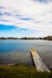 Bro och en sjö Royaltyfri Foto