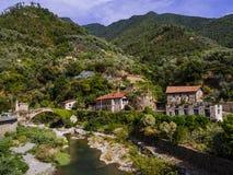 Bro och flod i Badalucco Italien Royaltyfria Foton