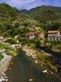 Bro och flod i Badalucco Italien Royaltyfri Foto
