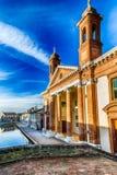 bro och forntida sjukhus i Comacchio, den lilla Venedig Royaltyfri Fotografi