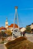 Bro och kyrka - Uhersky Brod, Tjeckien Fotografering för Bildbyråer