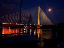 Bro och månen Royaltyfria Foton