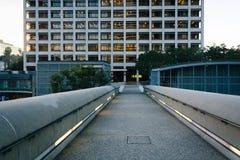 Bro och modern byggnad i i stadens centrum Los Angeles, Kalifornien Arkivbilder
