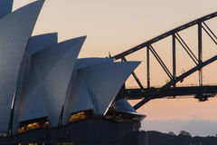 Bro och opera på solnedgången Royaltyfria Bilder