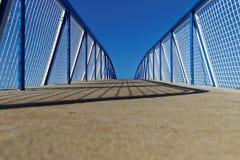 Bro och staket royaltyfria foton
