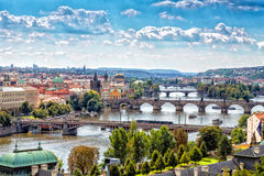 Bro och tak av Prague Royaltyfri Bild