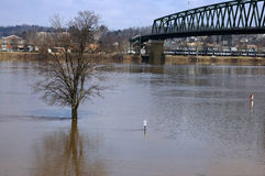 bro ohio över floden Arkivbilder