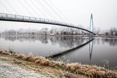 Bro ovanför den Elbe floden-Celakovice, tjecktekniker Arkivbild