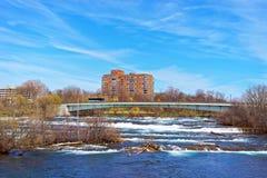 Bro ovanför Niagara och ingångar av Niagara River Arkivbilder