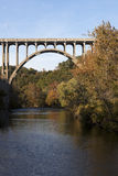 Bro ovanför den Cuyahoga floden Royaltyfria Foton