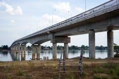 Bro på den Don Khong ön i Laos Royaltyfri Bild