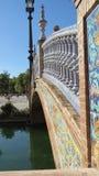 Bro på den kungliga Alcazarslotten i Seville, Spanien Arkivfoto