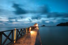 Bro på den Lagoi fjärden, Bintan, Indonesien Arkivfoton