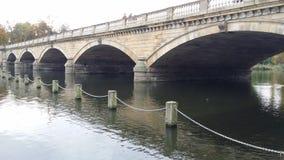 Bro på det slingrande Royaltyfria Bilder