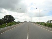 Bro på en flod Arkivfoto