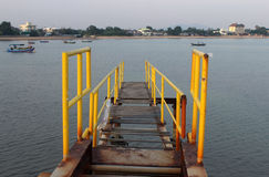 bro på havet Arkivfoton