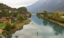 Bro på Interlaken, Schweiz på den Aare floden Royaltyfria Bilder