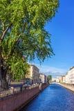 Bro på kanalen av Griboedov i St Petersburg Royaltyfri Fotografi
