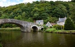 Bro på Lehon, Brittany, Frankrike royaltyfri fotografi