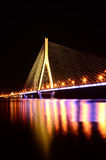 Bro på natten Arkivbilder