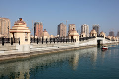 Bro på pärlan i Doha Royaltyfri Fotografi