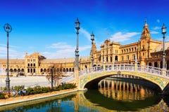 Bro på Plaza de Espana i Seville, Spanien Royaltyfri Fotografi